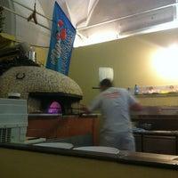 5/5/2013 tarihinde Mylin P.ziyaretçi tarafından Pizzeria O' Vesuvio Napoletana Forno Legna'de çekilen fotoğraf