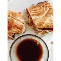 3/19/2013 tarihinde Nathan A.ziyaretçi tarafından Snarf's Sandwiches'de çekilen fotoğraf