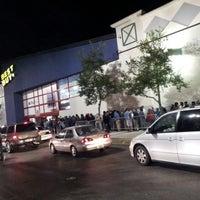 Photo prise au Best Buy par Robin P. le11/23/2012