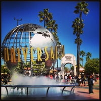 Foto scattata a Universal Studios Hollywood Globe and Fountain da ダイスケ ナ. il 2/15/2013
