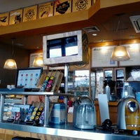 Photo taken at The Coffee Bean & Tea Leaf by Gaspar Lito M. on 3/5/2013