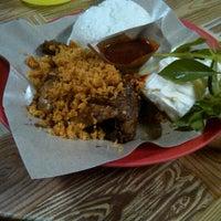 Photo taken at Ayam Goreng Tulang Lunak Bengawan by paskas w. on 11/15/2012