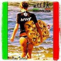 Photo taken at Pizza Evolution by Tallarini P. on 3/29/2013