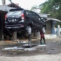 Photo taken at Fadhil Salon Mobil by Donny P. on 8/29/2013