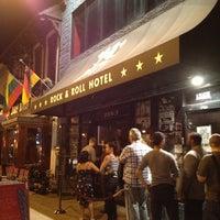 Das Foto wurde bei Rock & Roll Hotel von Corrie D. am 10/6/2012 aufgenommen