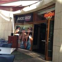 Photo taken at Hard Rock Cafe Malta by Cathérine Z. on 7/5/2013
