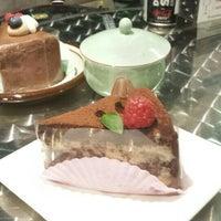 Foto tirada no(a) Kazu Cake por Mai em 7/5/2015