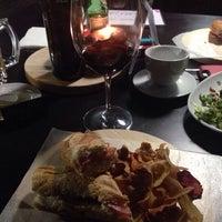 Das Foto wurde bei Newton 272 Wine & Mezcal Room von Rychard S. am 1/17/2014 aufgenommen