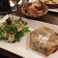 Photo prise au Restaurant Au 35 par Steve C. le12/28/2014