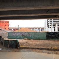 2/3/2018 tarihinde Graysonziyaretçi tarafından Atlanta BeltLine Corridor under Edgewood Ave.'de çekilen fotoğraf