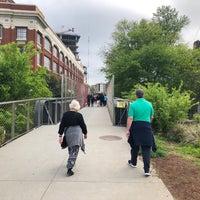 Das Foto wurde bei Atlanta BeltLine Corridor over Ponce de Leon von Grayson am 4/7/2018 aufgenommen