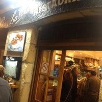 Foto scattata a Bar La Viña da Ryan G. il 10/3/2012