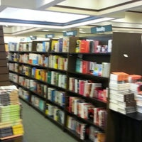 Photo taken at Barnes & Noble by Gary W. on 12/30/2013