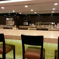 Das Foto wurde bei Singapore Airlines SilverKris Lounge von Thomas W. am 1/8/2013 aufgenommen