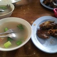 Photo taken at Ayam goreng & sop buntut Pak To by Daniel K. on 12/11/2012