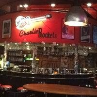 Foto tomada en Charlie Rockets por Michelle K. el 11/23/2012