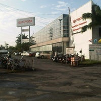 Photo taken at Toyota Body Service Co., Ltd. by Boy Y. on 9/18/2012