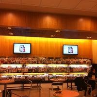 Снимок сделан в Barnes & Noble пользователем Gokce Ö. 11/17/2012