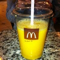 Снимок сделан в McDonald's пользователем Victor G. 5/2/2013