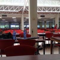 Foto diambil di Biblioteca Facultad de Económicas oleh Maria Vitória P. pada 6/14/2016