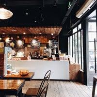 Photo prise au Artisan Bakery par Cai C. le4/20/2014