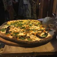 Photo prise au Homeslice Pizza par Fred B. le9/20/2017