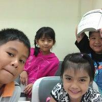 Photo taken at โรงเรียนกวดวิชาไพณัฏ by Athikom P. on 10/12/2012