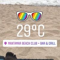 Foto tomada en Mantamar Beach Club • Bar & Grill por Aleex N. el 6/1/2017
