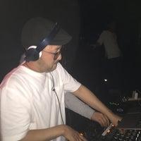 Das Foto wurde bei R Lounge von ASIANSTARtokyo am 4/15/2018 aufgenommen