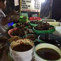 Photo taken at Bebek Tugu Pahlawan by Jimbir on 10/20/2016