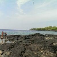 Photo taken at Hōnaunau Bay Puʻuhonua Pt. by peter o. on 10/9/2014