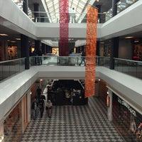 Foto scattata a FoxTown Factory Stores da Levent Y. il 5/24/2013