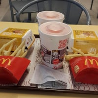 Photo taken at McDonald's by Xime L. on 4/12/2014