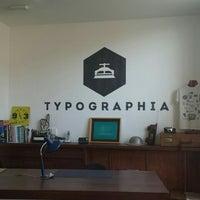 Foto tomada en Typographia por Koen V. el 3/31/2016