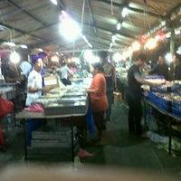 Photo taken at Pasar Kue Subuh by Ikhwan I. on 5/14/2014