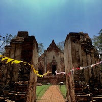 Photo taken at วัดโพธิ์ประทับช้าง by i_gufgif💋Anongnad P. on 5/4/2017