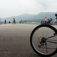 Photo taken at Tai Mei Tuk Water Sports Centre 大美督水上活動中心 by Gordon M. on 4/20/2014