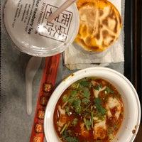 Das Foto wurde bei Xi'an Famous Foods von Lu Y. am 4/27/2018 aufgenommen