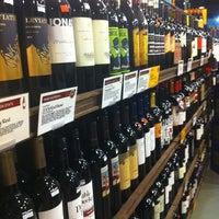 Das Foto wurde bei Whole Foods Wine Store von Shannon am 9/29/2013 aufgenommen
