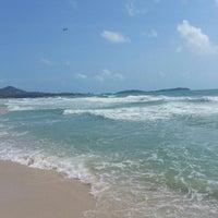 Photo taken at Chaweng Noi Beach by Тайское К. on 2/17/2013