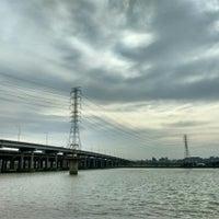 Photo taken at 高速公路橋(淡水河) by 羅克 楊. on 7/11/2015