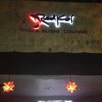 Foto tomada en Red Koi Thai & Sushi Lounge por Angie F. el 4/11/2013