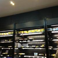 Foto diambil di Teikit Sushi Shop oleh Jonathan M. pada 7/11/2013