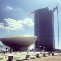 Photo prise au Empire State Plaza par Scooter C. le4/5/2013