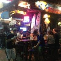 Foto tomada en The Surfin Burrito por Ana O. el 12/31/2012