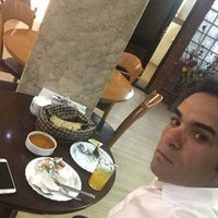 Photo taken at Darya Grand Hotel and Restaurant | هتل و رستوران بزرگ دريا by Aydin K. on 4/24/2017