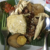 Photo taken at Nasi Gudeg & Nasi Liwet Danukusuman by Olive on 4/14/2015