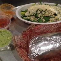 รูปภาพถ่ายที่ Chipotle Mexican Grill โดย Ashley E เมื่อ 1/15/2014