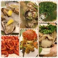 Photo taken at Pantai Seafood 水上人家 by Bobo Y. on 5/27/2013
