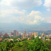 Foto tomada en El Tesoro Parque Comercial por Liliana M. el 12/21/2012
